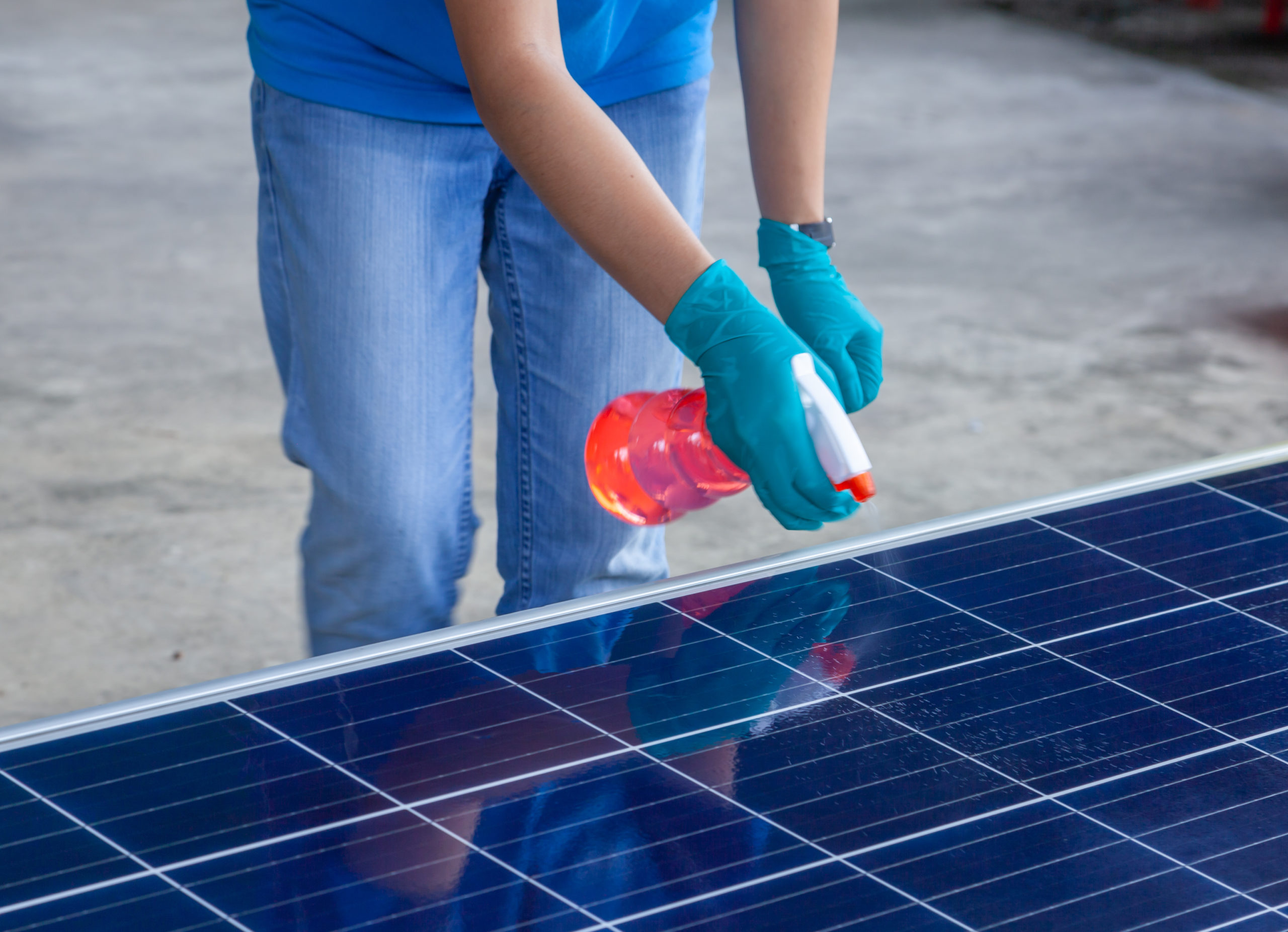 How To Clean Solar Panels On Roof? - Solyndra